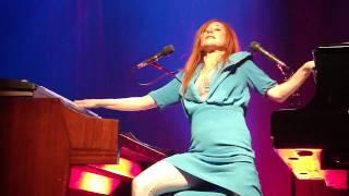 Tori Amos - Strong Black Vine (Teatro Smeraldo Milano 2009-10-01)
