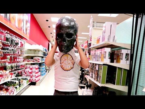 SCARY GIANT SKULL HEAD MAN