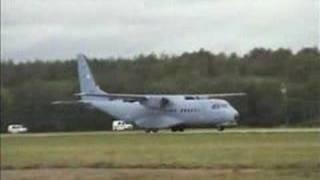 LĄDOWANIE SAMOLOTU CASA C-295 019 NA LOTNISKU W MIROSŁAWCU