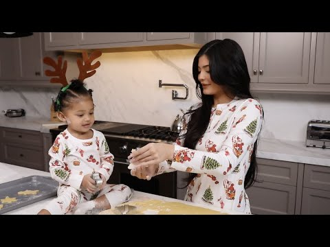 Kylie Jenner: Christmas Cookies With Stormi