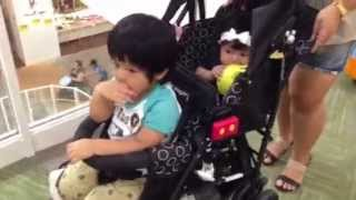 "KinderWagonの二人乗りベビーカー""DUO シティホップ"" - Tdandem Stroller ""DUO CIty HOP"""