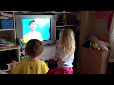 Wiggles Teddy Bear Song with the Triplets