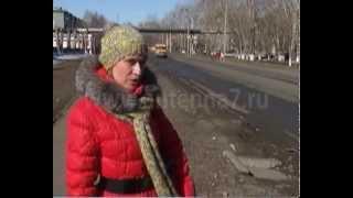 Омичка провалилась в канализационный колодец (ЭКСКЛЮЗИВ)(Еще больше НОВОСТЕЙ на http://antenna7.ru/