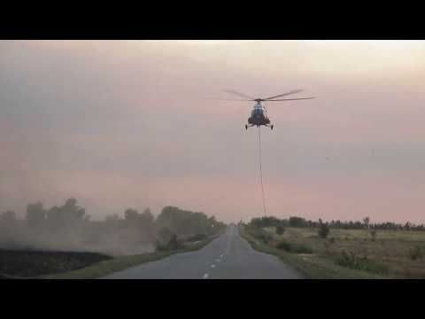 04. 09.2018 вертолёт МЧС садится на трассу возле Чапаевска, Самарской области