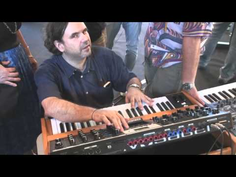 Moog Voyager & Korg Kronos - Reportage Keyboard Zone Into The Music (GE)