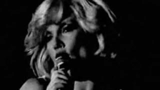 Sylvie Vartan - En Ecoutant La Pluie