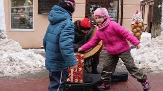 KAZKA - Плакала (Кавер на бандурі). Вінниця, площа Європейська