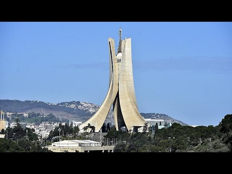 شاهد: خروج آلاف المتظاهرين في العاصمة الجزائرية في الذكرى الثانية للحراك…  - 13:59-2021 / 2 / 22