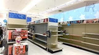 Inside a Closing Down Toys R Us! Everything on Clearance!