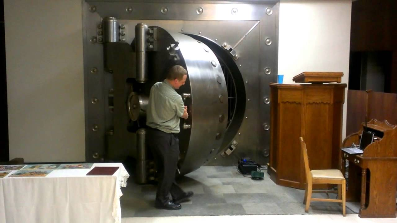 - Closing A Round Bank Vault Door - YouTube