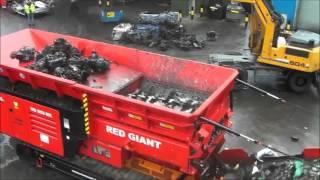 Triturador gigante de carros
