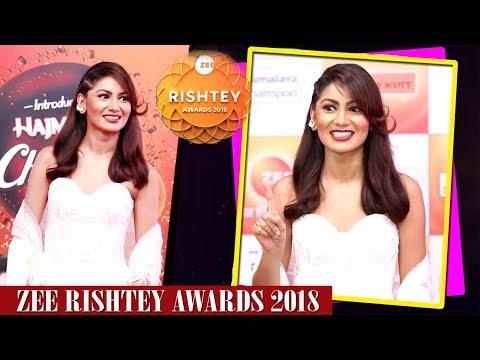 Sriti Jha Makes Funny Faces At Zee Rishtey Awards 2018 Red Carpet   Pragya Of Kumkum Bhagya thumbnail