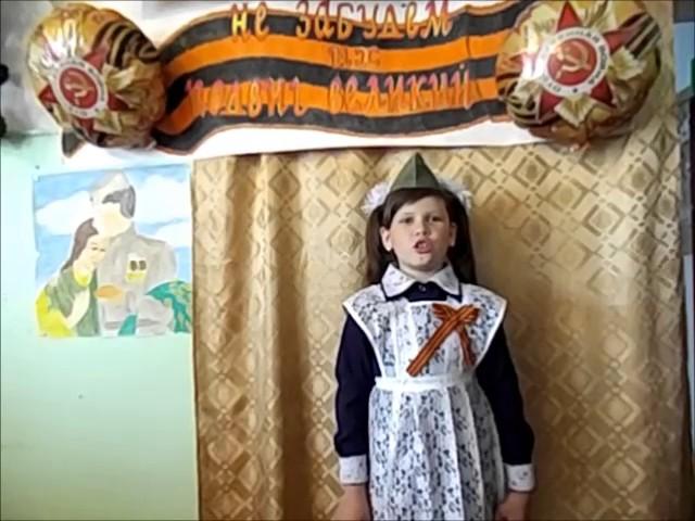Изображение предпросмотра прочтения – ЭвелинаСпешилова читает произведение «Пусть дети не знают войны» МихаилаВладимировичаВладимова