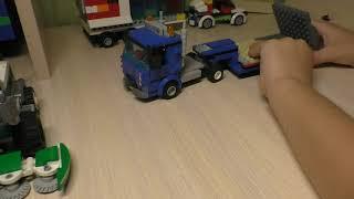 Агент 007 показывает машинку из Лего. Lego 60223