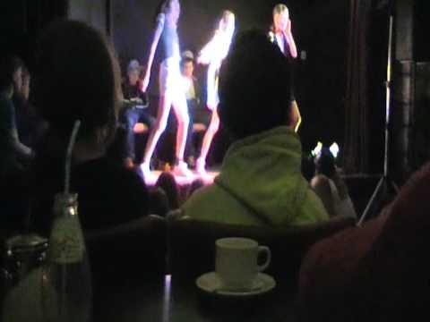 Daan Sybren Gido Loes Julia & Lisa  Rihanna Umbrella 28-01-