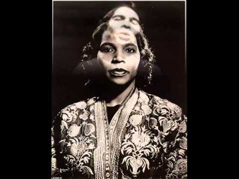 """Marian Anderson sings """"Hear de lam's a-cryin'"""" (spiritual) in studio and on the stage"""