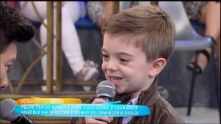 Rodrigo Faro apresenta um cover do Leonardo ao fã Felipe