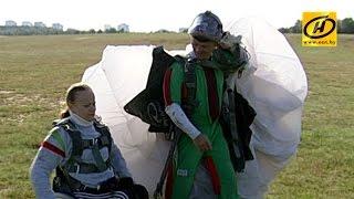 Спортсмены по танцам на колясках впервые прыгнули с парашютом