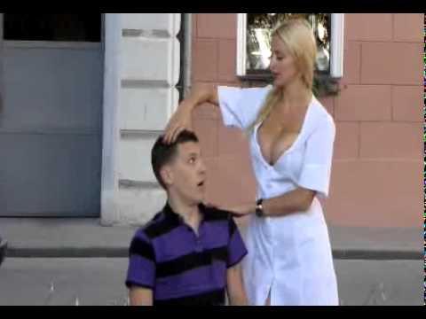 Передача смешные и голые смотреть онлайн, мастурбация в кресле фото