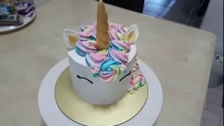 Making Rainbow Rosettes for your Unicorn Cake