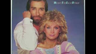 Watch Barbara Mandrell To Me video