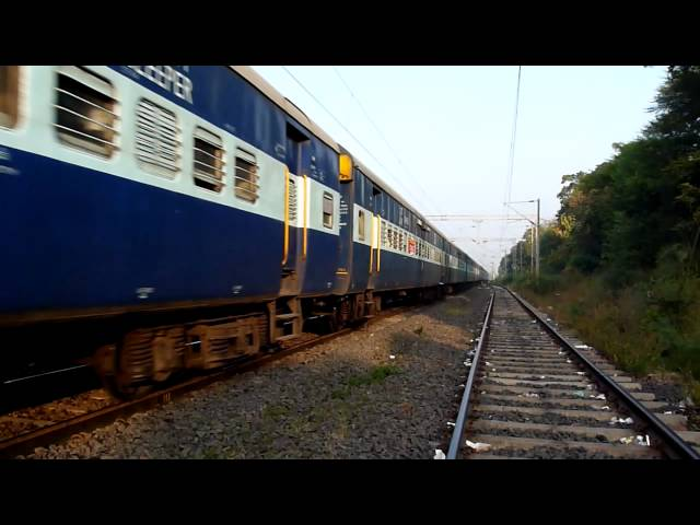 Mammoth BRC WAP-4E honking like a diesel loco displaying its power show! Travel Video