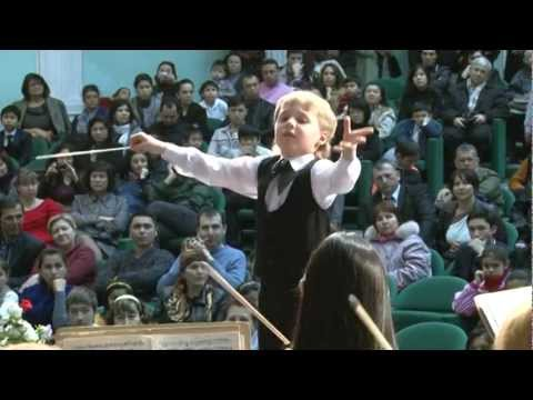 "Edward Yudenich (8 years old) conducts Liszt ""Les Preludes"""