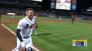 Freeman hits walk-off home run in the 11th