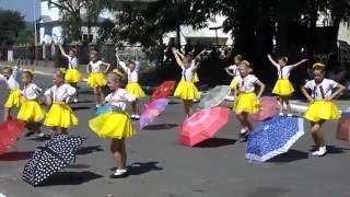 Містечко СТЕПАНЬ - Танець з парасольками, День прапора - 24 серпня 2015 рік, Рівненська область