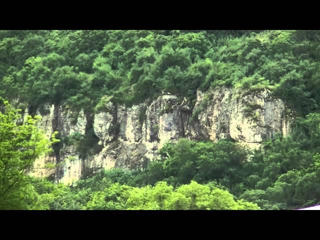 Скалите до Крушунските водопади