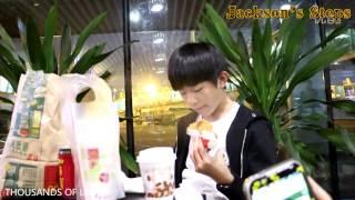 [Vietsub FANCAM] [21/5/2014] TFBOYS Dịch Dương Thiên Tỷ tại sân bay Trùng Khánh