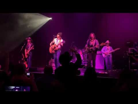 "Midland – ""Drinking Problem"" (live in Glasgow)"