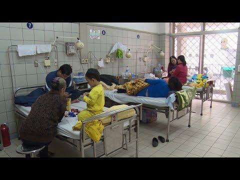 Miền Bắc mưa lạnh - người già và trẻ nhỏ nhập viện gia tăng