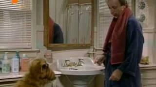 Альф наслідує Віллі у ванній