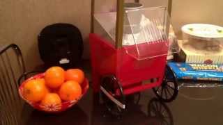 Попкорн машина Ностальжи Электрик Nostalgia Electric(http://thepresents.ru/catalog/electronics/0008920389/ Попкорница — это ретро машинка для попкорна в староамериканском стиле. Прекр..., 2014-07-21T19:24:35.000Z)