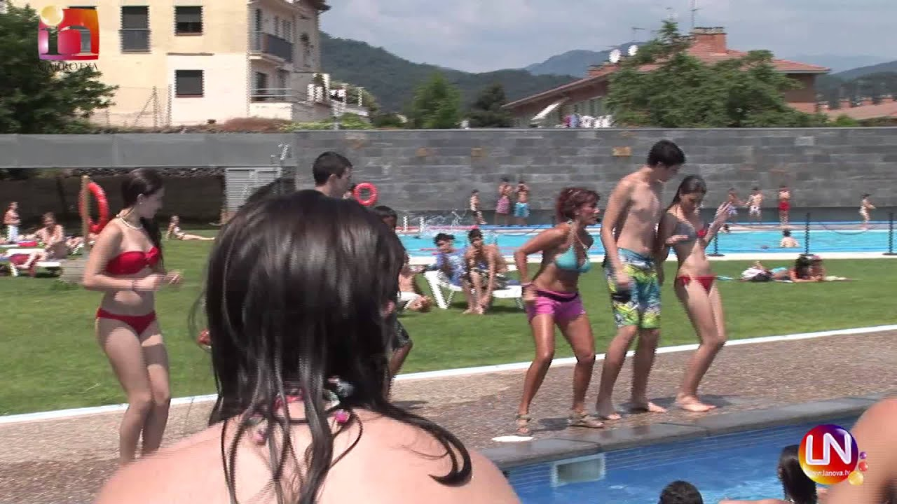 Hip hop a la piscina municipal d 39 olot youtube for Piscina municipal girona