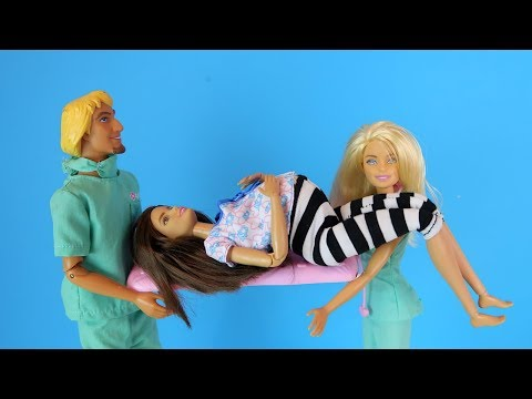 Смотреть как барби рожает ребенка дома видео