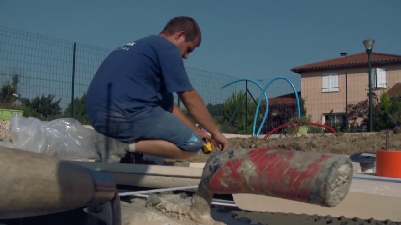Construction d 39 une piscine desjoyaux doovi for Construction piscine marrakech