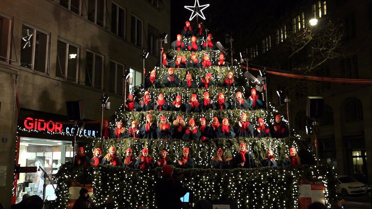 Singing Christmas Tree.Der Singing Christmas Tree In Zurich