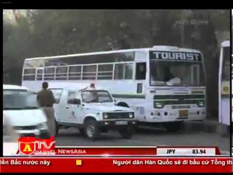wwww.KenhVideo.com - Nữ sinh 23 tuổi bị hiếp dâm tập thể trên xe bus tại Ấn Độ