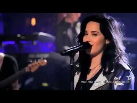 Demi Lovato - Give Your Heart a Break (Live Walmart...
