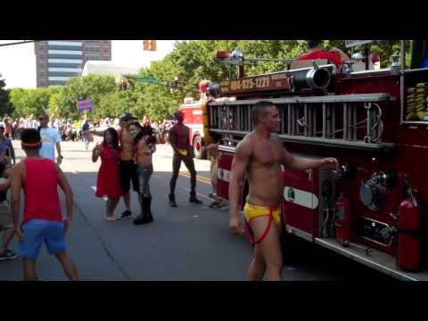 Swinging Richards Heats Up Atlanta Pride Parade