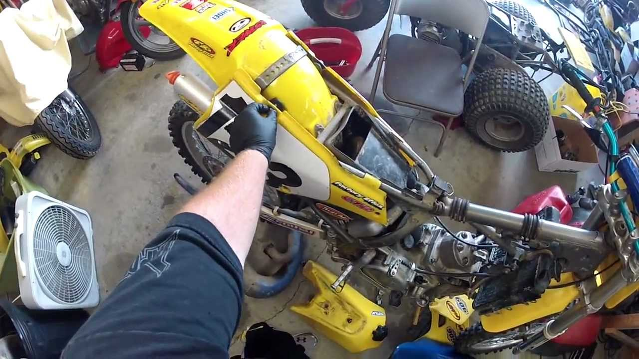 Suzuki RM250 Top Removal  Part 1  YouTube