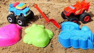 Видео для детей. Машинки Вспыш и Гус играют в песочнице