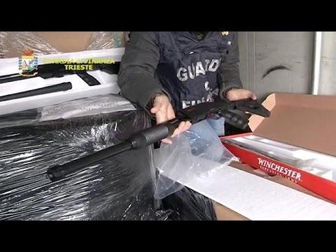 يورو نيوز: ضبط 800 بندقية في مرفأ ترييستي في إيطاليا