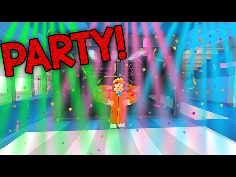 THROWING A PARTY IN MY APARTMENT!! (Roblox Jailbreak)