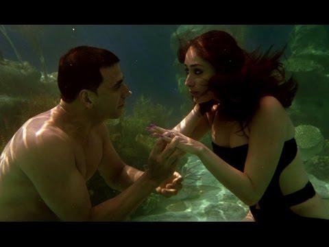 Akshay Kumar's underwater love for Kareena Kapoor - Kambakkht Ishq