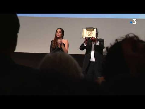 Alain Delon reçoit la Palme d'or d'honneur