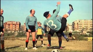 Фантоцци играет в футбол