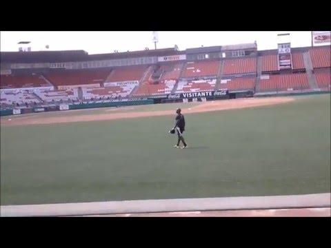 José Contreras entrenando después de lanzar